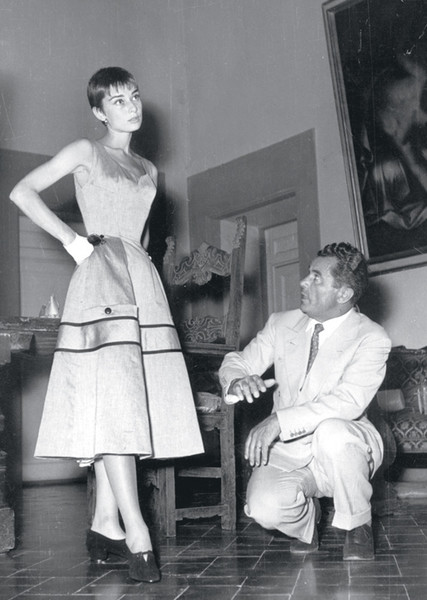 Одри Хепберн на примерке у самого Сальваторе Феррагамо.