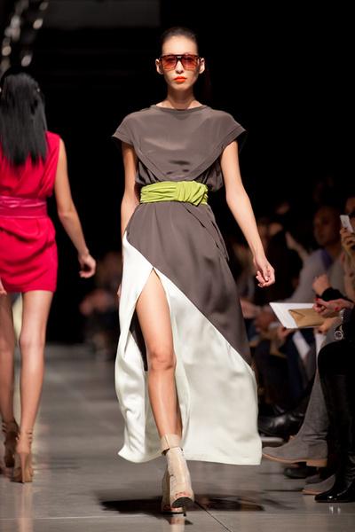 Дизайнер находит идеальный баланс формы и цвета.