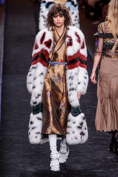 Самые красивые образы Недели моды в Милане | галерея [1] фото [27]