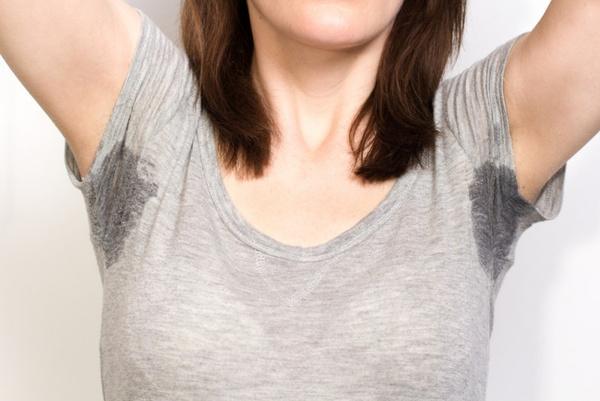 Как устранить пятна от дезодоранта. Видео