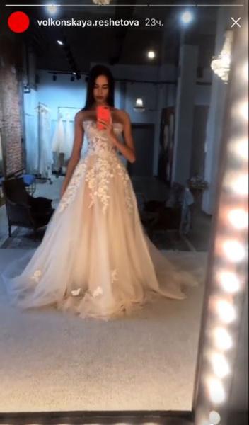 Выебали в свадебном платье толпой 7