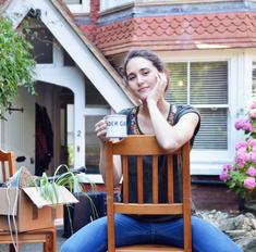 Тапки, фото, пальма: вещи, которые нельзя хранить дома
