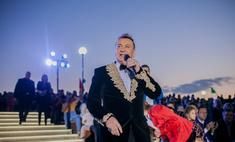 Сергей Пенкин спел в фонтане