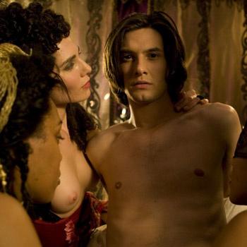 Роль Дориана исполнил Бен Барнас, знакомый отечественному зрителю по «Хроникам Нарнии».