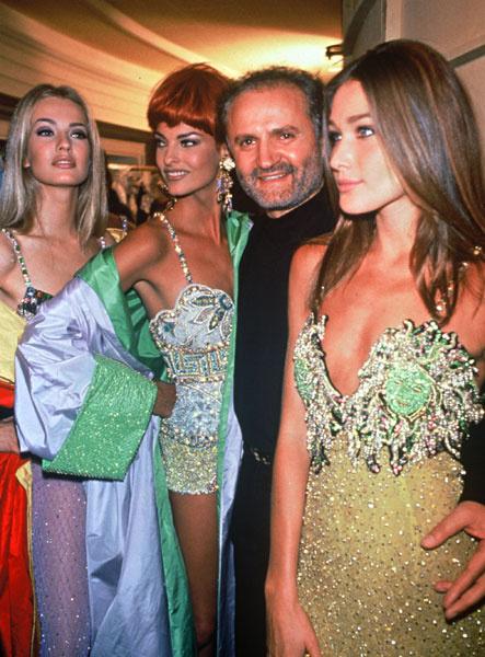 Дженни Версаче с Карлой Бруни и Линдой Евангелистой перед показом, 1991 год