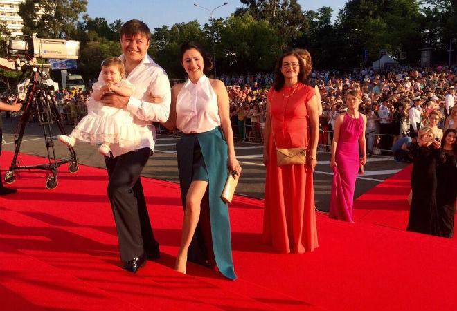 Любовь Тихомирова с семьей фото
