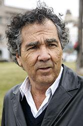 Эрнан Ривера Летельер, чилийский писатель, лауреат премии Национального совета Чили по книге и чтению, кавалер Ордена искусств и литературы (Франция). «Фата-моргана» (1998) – единственный роман, вышедший на русском языке.