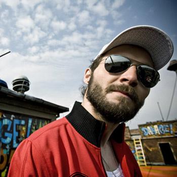Одежда Cropp Town – для тех, кто любит выделяться, что знает толк в скейтбордах и активном образе жизни в целом.