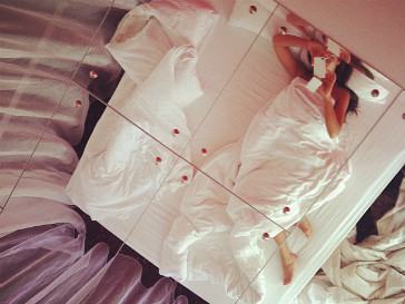 Певицо Нюша проводит выходной день в постели