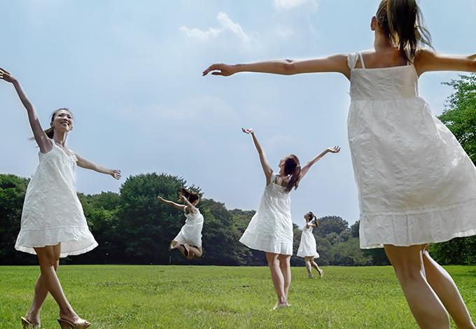 Танцующие девущки
