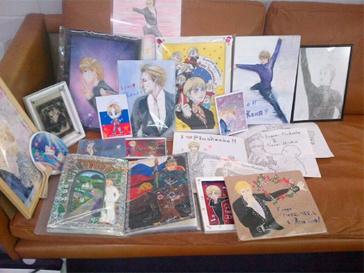 Сувениры от японских поклонников Евгения Плющенко.