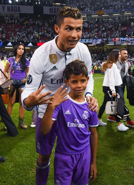 Криштиану Роналду с сыном фото