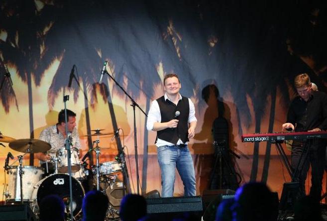 Михаил выступает со своим коллективом Booblik's Band