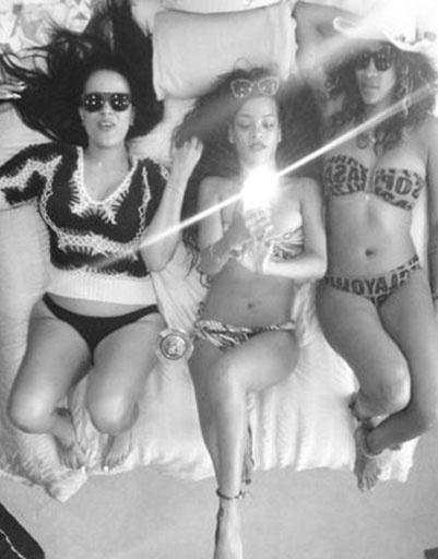 Рианна (Rihanna) c подругами