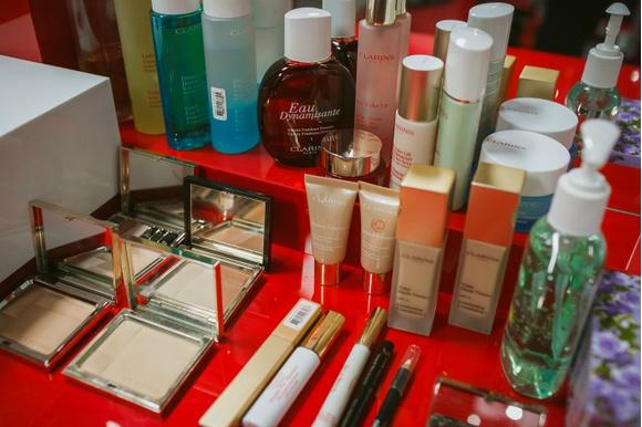 Big city life: подиумный макияж от Clarins | галерея [1] фото [6]
