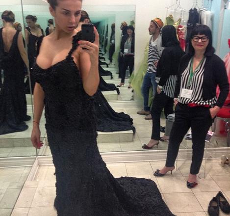 Анна Седокова выбирает платье