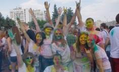 На неделе в Оренбурге: краски Холи переехали, а кино покажут бесплатно