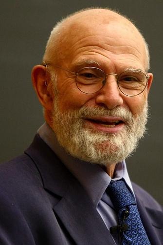 Оливер Сакс (Oliver Sacks) родился в 1933 году в Лондоне, с 1965 года живет в Нью-Йорке. Профессор Колумбийского университета в Нью-Йорке, практикующий врач, автор нескольких книг, основанных на случаях из его врачебной практики. На русский язык переведены его книги «Антрополог на Марсе», «Человек, который принял жену за шляпу» (АСТ, 2009, 2010).