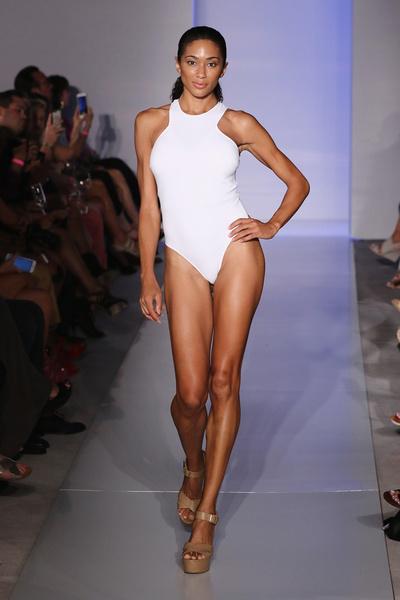 50 самых сексуальных купальников с Недели пляжной моды в Майами | галерея [1] фото [15]