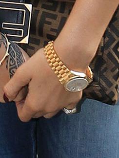 Ключевой аксессуар элегантного образа Рианны (Rihanna) - часы