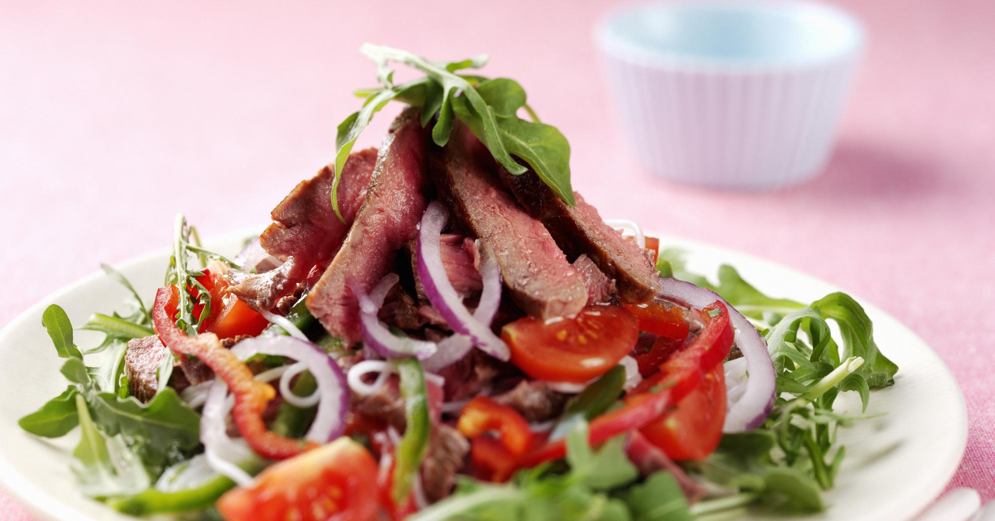 Салат из вареного мяса с