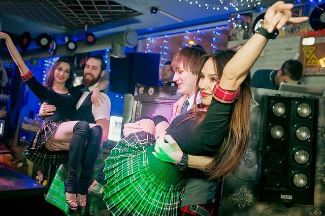 Танцы на барной стойке