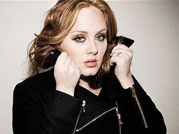 Адель (Adele) предпочитает выступать в одежде