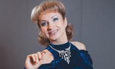 Ольга Прокофьева в самолете старается занять три кресла сразу