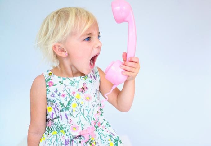 Девочка с телефонной трубкой