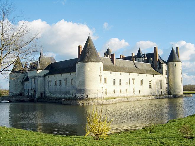 Замок Плесси-Буре
