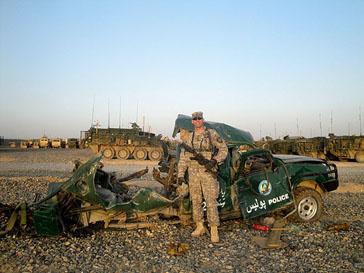 В Афганистане американские военные фотографировались с убитыми жертвами