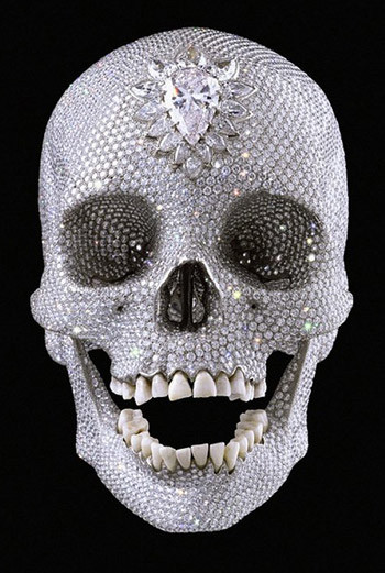 Цена шедевра из платины, бриллиантов и человеческих зубов, названного «Во имя любви к Богу», составила $100 млн, сделав Херста самым высокооплачиваемым художником со времен сотворения мира.