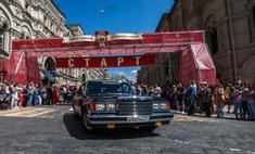 Звезды прокатились по Москве на ретроавтомобилях
