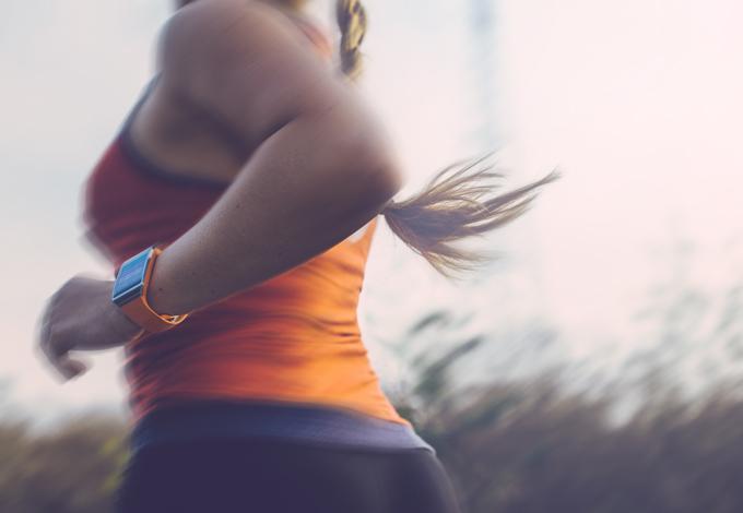 Женщина на пробежке
