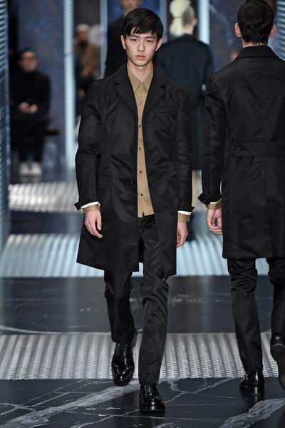 Бренд Prada представил на Неделе мужской моды в Милане сразу две коллекции | галерея [2] фото [12]