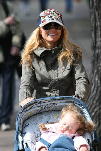 Джери на прогулке с дочерью Блюбелл