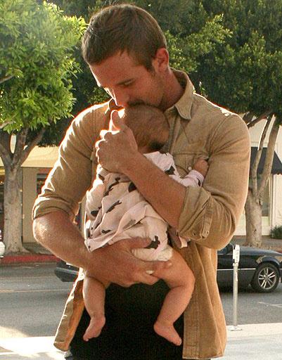 Кэм Жиганде (Cam Gigandet) с дочкой
