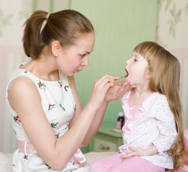 Лечение горла ребенка