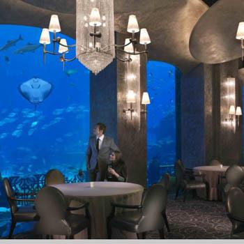 Часть отеля находится под водой