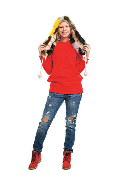 Свитер и ботинки Hearts of 4, джинсы Zara, шапка из Южной Америки