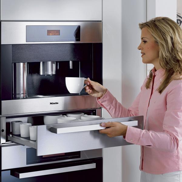 «Продвинутые» кофемашины позволяют готовить пенку для капучино автоматически, достаточно лишь наполнить молоком предназначенную для этого емкость.