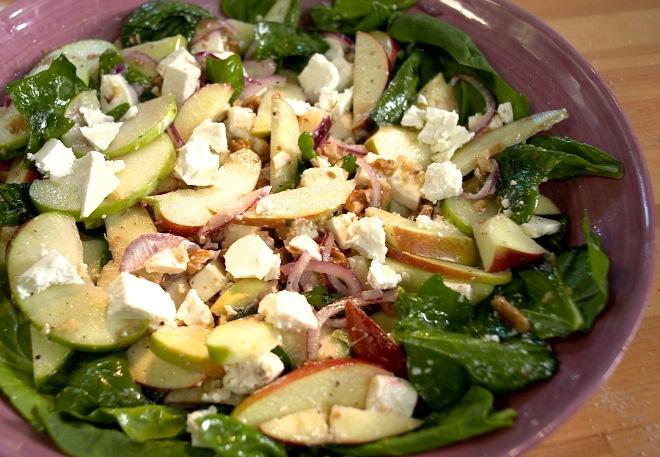 Салат из свежих яблок