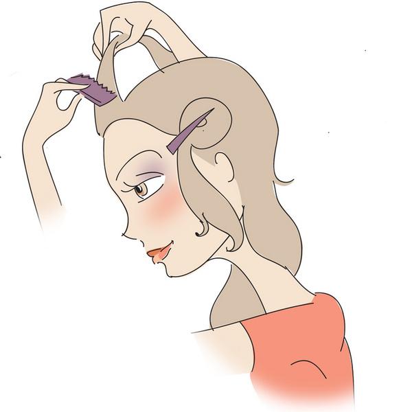 Отделив боковые пряди, начесываю волосы