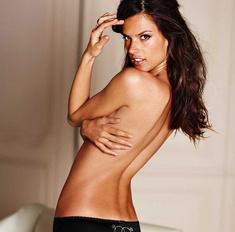 Соблазнение модой: 10 сексуальных образов Алессандры Амброзио