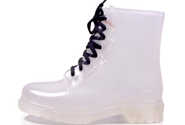 А ботиночки для сырой погоды могут быть прозрачными