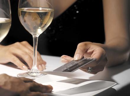 Первое свидание: кто платит в ресторане?