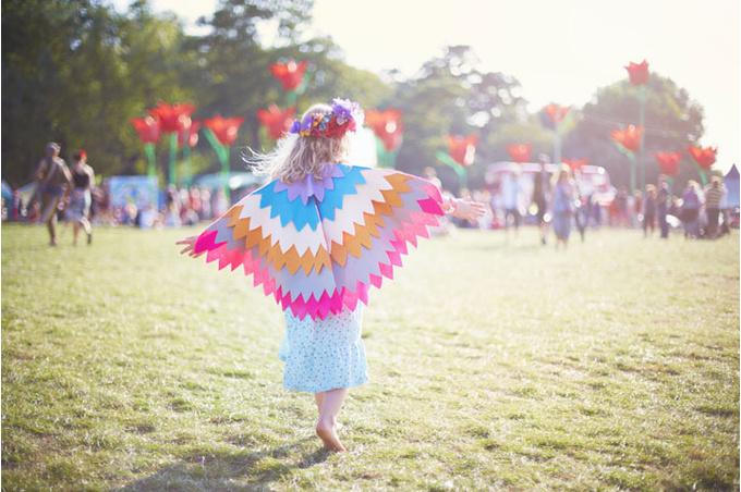 Девочка на фестивале