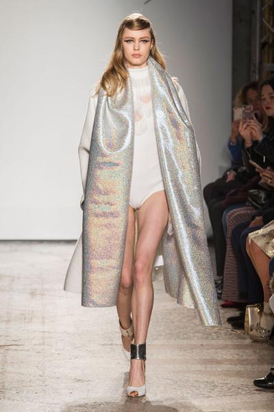 Самые красивые образы Недели моды в Милане | галерея [1] фото [22]