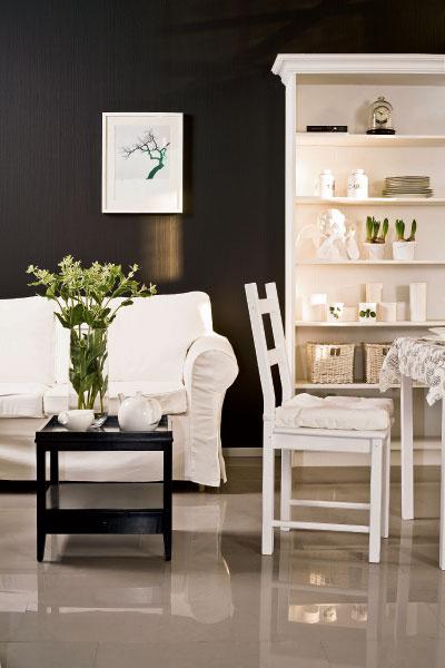 Белый цвет – не повод для беспокойства. Чехол с дивана несложно постирать или отдать в химчистку, а с корпусных предметов достаточно всего лишь вытереть пыль.