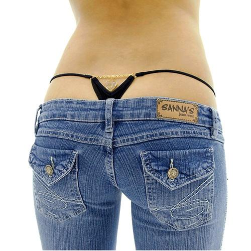 Из-под джинсов не должно ничего торчать!